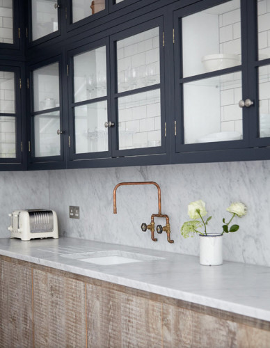 Again, leave it to the British to design truly beautiful kitchens. Aside from the amazing marble countertop, I am completely gobsmacked at the amazing idea of using subway tile on the inside back of the cabinets. so brilliant!