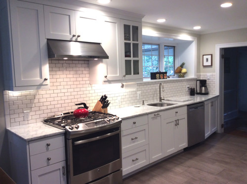 "One of the kitchens featured on Barker Cabinets. While not quite what we are looking for, there are a lot of elements which are exactly what we want. Source: <a href=""http://www.barkercabinets.com/Davis-Project-s/256.htm"" target=""blank"">Barker Cabinets</a>"