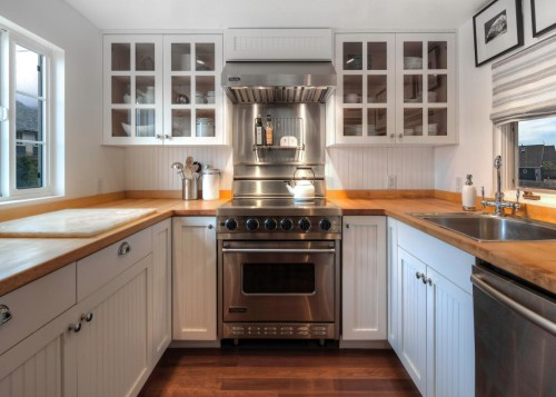 Stainless steel backsplash behind the range. I posted this image a month ago when I blogged about Finding a Unicorn in the Hood. At the time, I was thinking stainless steel was the right choice to go behind the stove. [Source: Hyde Evans Design]