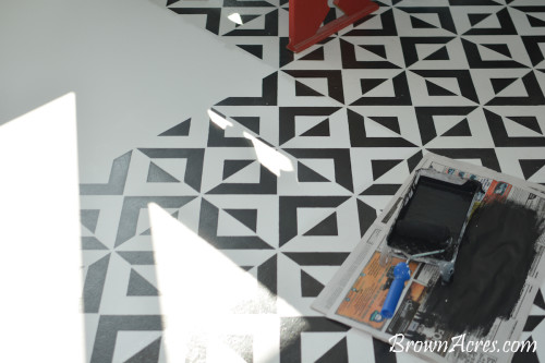 "Beautiful Stencil pattern on the floor (covering vinyl flooring) [<i>Source: <a href=""http://www.brownacres.com"" target=""blank"">Brown Acres</a></i>]"